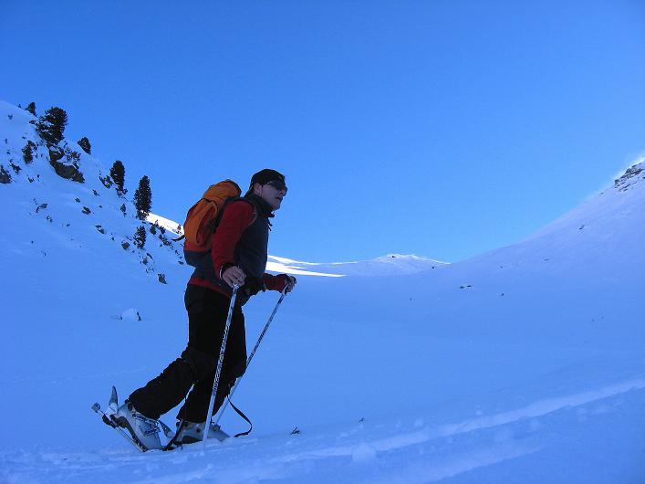 Foto: Andreas Koller / Ski Tour / Vom Durnholzer See auf das Schrotthorn (2590m)  / Durch die Engstelle erkennt man die Fortschellscharte / 16.12.2008 01:26:08
