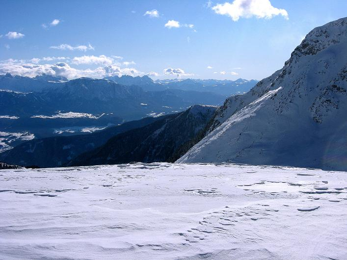 Foto: Andreas Koller / Ski Tour / Vom Durnholzer See auf das Schrotthorn (2590m)  / Blick aus der Fortschellscharte nach S zum Rosengarten und Latemar / 16.12.2008 01:22:27