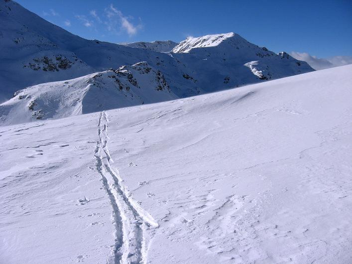 Foto: Andreas Koller / Ski Tour / Vom Durnholzer See auf das Schrotthorn (2590m)  / Einsame Spur aus der Fortschellscharte zum Plankenhorn / 16.12.2008 01:21:52