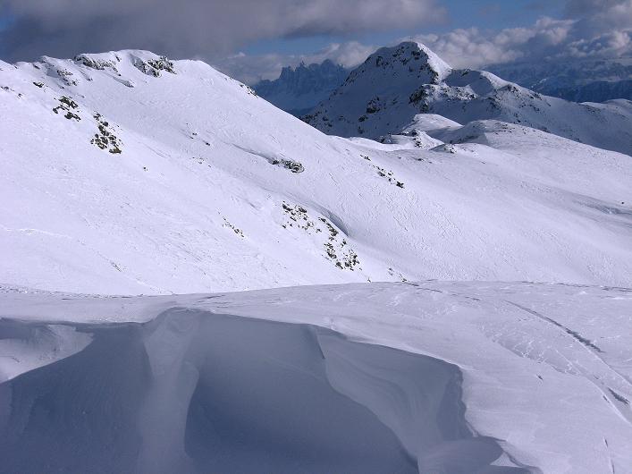 Foto: Andreas Koller / Ski Tour / Vom Durnholzer See auf das Schrotthorn (2590m)  / Blick vom Anstieg zum Plankenhorn auf Lorenzispitze (2483 m) und Geislerspitzen (3025 m) / 16.12.2008 01:20:45