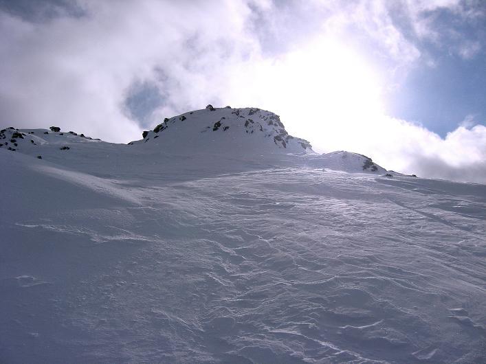 Foto: Andreas Koller / Ski Tour / Vom Durnholzer See auf das Schrotthorn (2590m)  / Der Gipfelaufbau des Plankenhorn von N (Abfahrt) / 16.12.2008 01:17:42