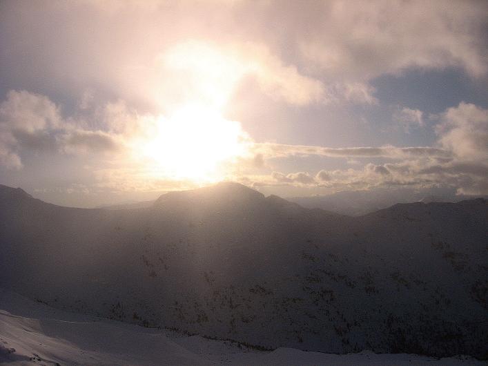 Foto: Andreas Koller / Ski Tour / Vom Durnholzer See auf das Schrotthorn (2590m)  / Mystische Stimmung über der Kassianspitze (2581 m) / 16.12.2008 01:11:15
