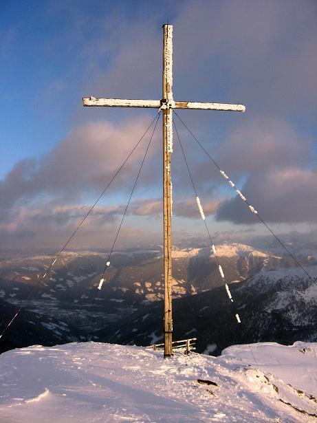 Foto: Andreas Koller / Ski Tour / Vom Durnholzer See auf das Schrotthorn (2590m)  / Gipfelkreuz am Schrotthorn / 16.12.2008 01:09:20