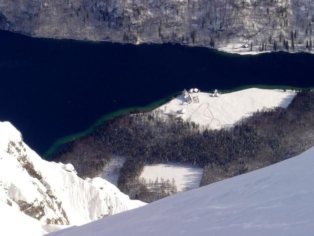 Foto: Manfred Karl / Ski Tour / Von der Wimbachbrücke auf das Dritte Watzmannkind / Tiefblick zum Königsee und nach St. Bartholomä / 18.12.2008 08:52:43