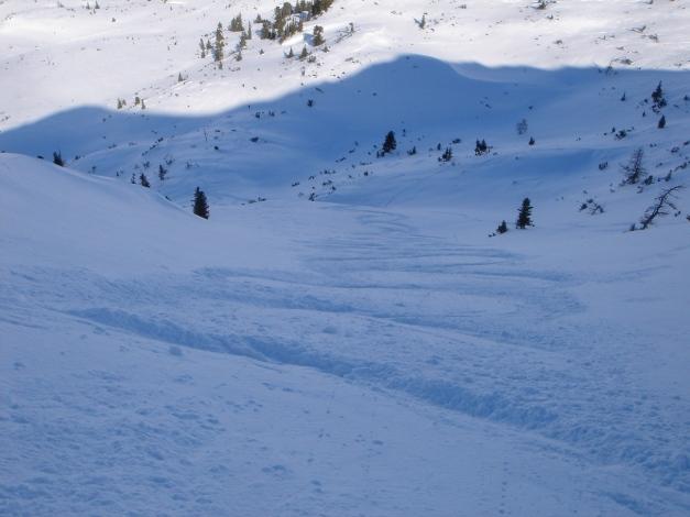 Foto: Manfred Karl / Ski Tour / Zwei leichte Gipfel über dem Kessel der Planneralm / Einfahrt in den NNO-Hang der Jochspitze / 18.12.2008 09:20:19