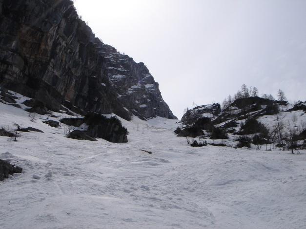 Foto: Manfred Karl / Ski Tour / Skihörndl - Frühjahrsklassiker in den Loferer Steinbergen / Die lange Aufstiegs- bzw. Abfahrtsrinne / 18.12.2008 10:16:25