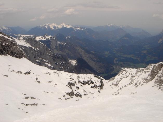 Foto: Manfred Karl / Ski Tour / Skihörndl - Frühjahrsklassiker in den Loferer Steinbergen / Ausblick vom Gipfel zu den Chiemgauer Bergen / 18.12.2008 10:10:28