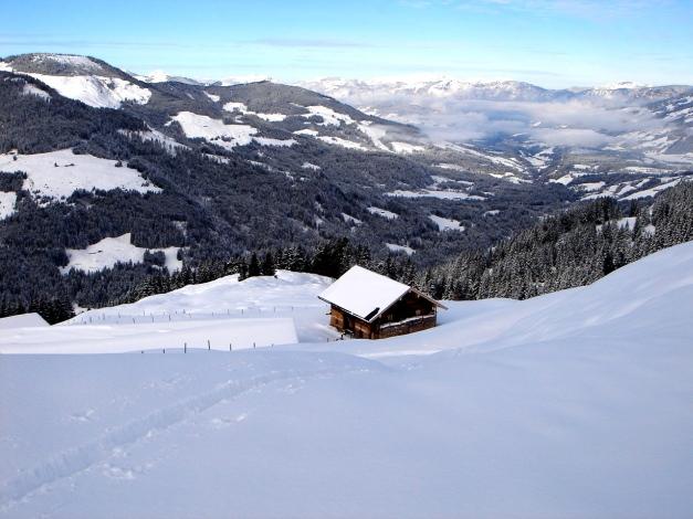 Foto: Manfred Karl / Ski Tour / Aus dem Windautal auf das Gerstinger Joch / Die Alm ist auch über einen Fahrweg erreichbar / 18.12.2008 10:56:55
