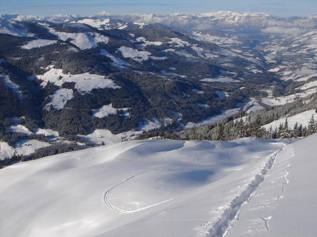 Foto: Manfred Karl / Ski Tour / Aus dem Windautal auf das Gerstinger Joch / Es kommt wohl selten vor, dass man den ganzen Anstieg auf Gerstinger Joch für sich alleine hat - und dafür alles spuren darf ;-) / 18.12.2008 10:51:49