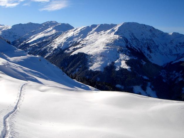 Foto: Manfred Karl / Ski Tour / Aus dem Windautal auf das Gerstinger Joch / Der Steinbergstein mit seinen schönen Osthängen / 18.12.2008 10:50:41