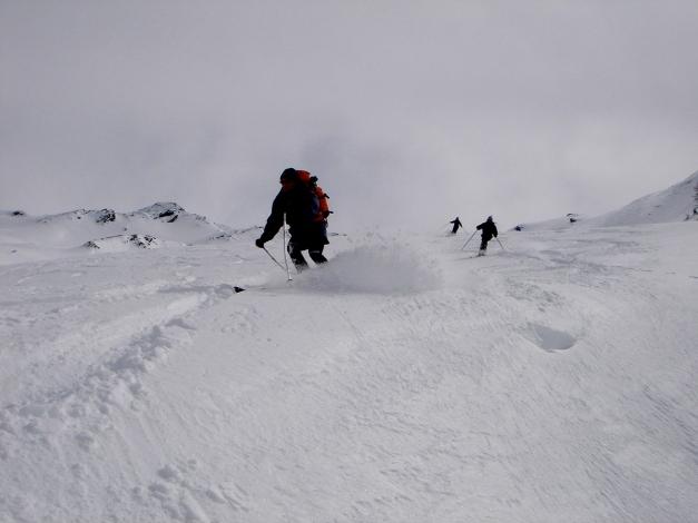 Foto: Manfred Karl / Ski Tour / Über das Kreekar auf das Schöderhorn / Genußreiche Abfahrt über die weiten Hänge des Kreekares / 18.12.2008 11:23:05