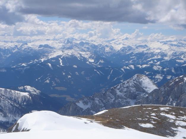 Foto: Manfred Karl / Ski Tour / Über die Laufener Hütte auf den Bleikogel / Im Hintergrund Hafner- und Ankogelgruppe / 18.12.2008 12:18:13