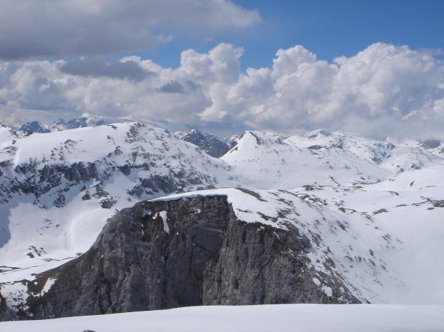 Foto: Manfred Karl / Ski Tour / Über die Laufener Hütte auf den Bleikogel / Blick vom Hochbrett über den Grießkogel Richtung Schartwand - Schübbühel / 18.12.2008 12:15:12