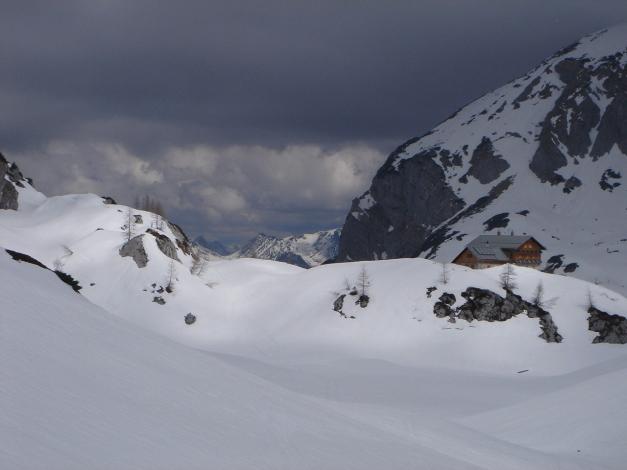 Foto: Manfred Karl / Ski Tour / Über die Laufener Hütte auf den Bleikogel / Welliges Kargelände bei der Laufener Hütte / 18.12.2008 12:13:04