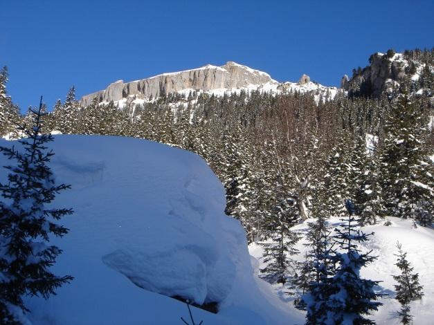 Foto: Manfred Karl / Ski Tour / Drei leichte Schigipfel über der Schwarzwasserhütte / Die Wände des Ifen begrenzen das Schwarzwassertal im Norden / 18.12.2008 17:08:02