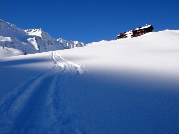Foto: Manfred Karl / Ski Tour / Drei leichte Schigipfel über der Schwarzwasserhütte / Gemütlicher Anstieg zur Hütte / 18.12.2008 17:05:27