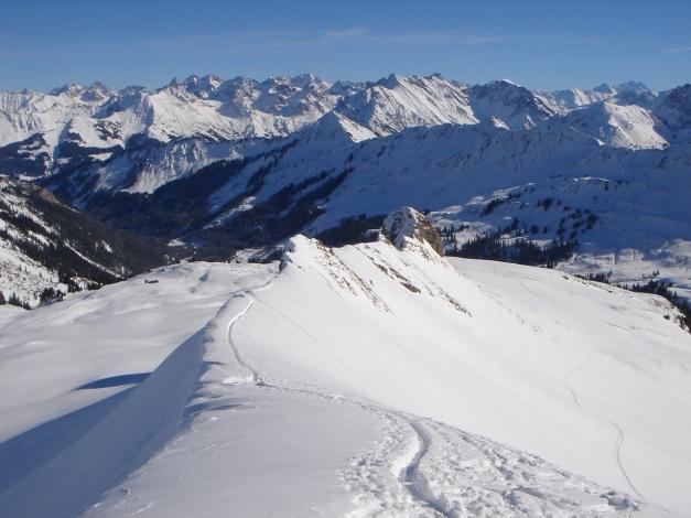 Foto: Manfred Karl / Ski Tour / Drei leichte Schigipfel über der Schwarzwasserhütte / Gipfelgrat des Hählekopfes / 18.12.2008 17:00:55