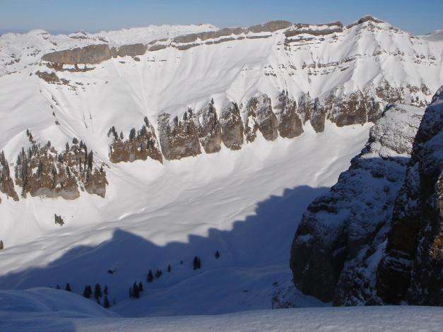 Foto: Manfred Karl / Ski Tour / Drei leichte Schigipfel über der Schwarzwasserhütte / Rinnen und Tobel westlich des Hohen Ifen / 18.12.2008 16:49:01