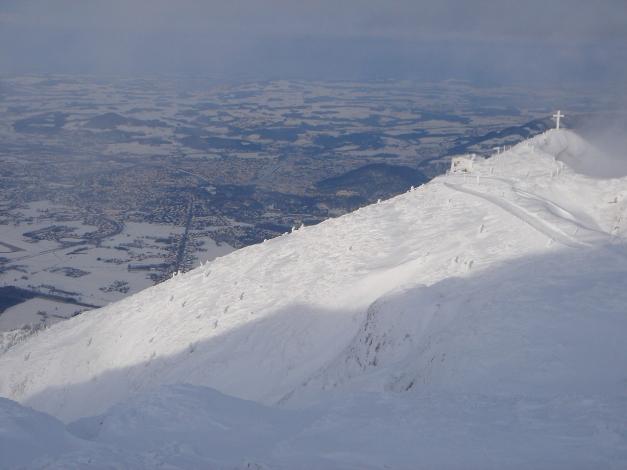 Foto: Manfred Karl / Skitour / Auf einen Hausberg der Salzburger Tourengeher / Geiereck mit Hochalm, im Hintergrund Salzburger Becken / 18.12.2008 17:49:55