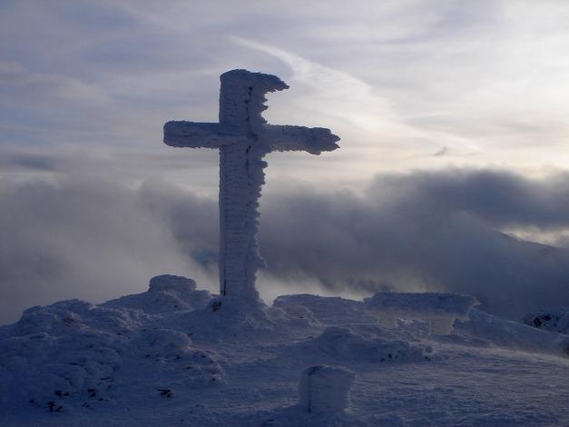 Foto: Manfred Karl / Skitour / Auf einen Hausberg der Salzburger Tourengeher / Hochthron Gipfelkreuz / 18.12.2008 17:48:57