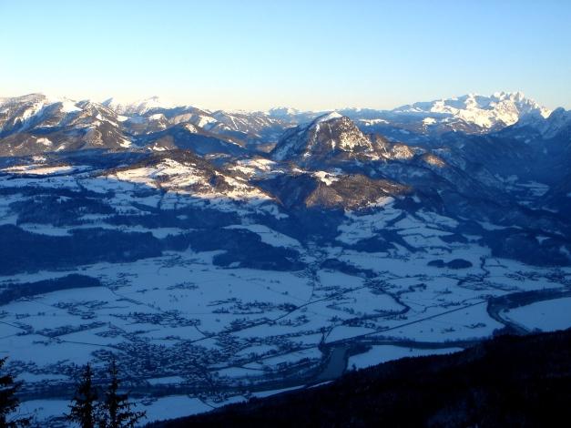 Foto: Manfred Karl / Ski Tour / Von Oberau auf das Roßfeld / Blick über das Salzachtal gegen Osterhornberge und Dachstein / 18.12.2008 18:05:49