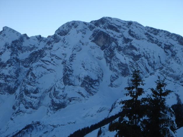Foto: Manfred Karl / Ski Tour / Von Oberau auf das Roßfeld / Hoher Göll mit der bekannten Ostwand (Steilabfahrt) / 18.12.2008 18:05:10