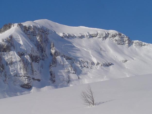 Foto: Manfred Karl / Ski Tour / Hoher First und Dürlstein aus dem Ackersbachgrund / Dürlstein mit der Abfahrt über die Schaflucken, wie man sieht nicht ganz ungefährlich / 20.12.2008 12:43:52