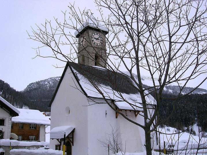 Foto: Andreas Koller / Ski Tour / Aus dem Val Müstair auf den Piz Dora (2951m) / Kirchlein in Tschierv / 23.12.2008 16:17:58