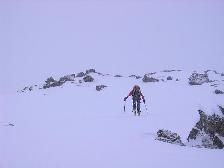 Foto: Andreas Koller / Ski Tour / Aus dem Val Müstair auf den Piz Dora (2951m) / Der steile Gipfelhang zum höchsten Punkt (die Perspektive täuscht ein wenig und lässt den Hang flacher erscheinen) / 23.12.2008 16:13:29