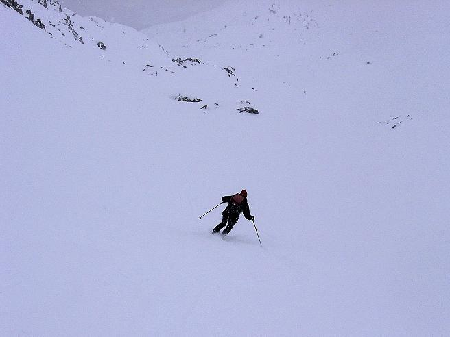 Foto: Andreas Koller / Ski Tour / Aus dem Val Müstair auf den Piz Dora (2951m) / Traumhänge hinab vom Piz Dora / 23.12.2008 16:10:07