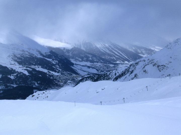 Foto: Andreas Koller / Ski Tour / Hoch über Sils auf die Furtschellas West (2840m) / Blick nach St. Moritz / 24.12.2008 00:50:44
