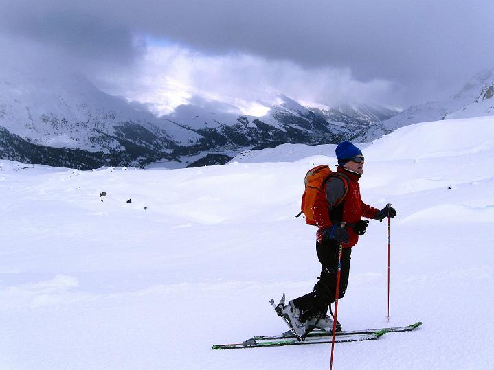 Foto: Andreas Koller / Ski Tour / Hoch über Sils auf die Furtschellas West (2840m) / Anstieg mit Blick nach N / 24.12.2008 00:50:03