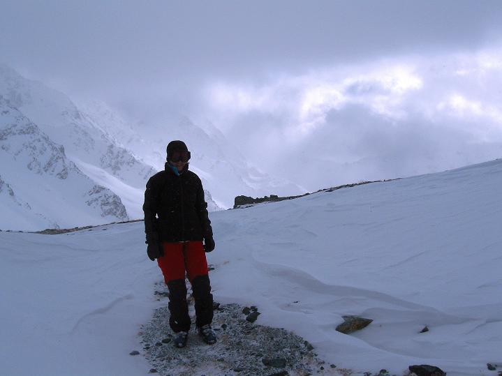 Foto: Andreas Koller / Ski Tour / Hoch über Sils auf die Furtschellas West (2840m) / Rast im Furtschellas-Sattel / 24.12.2008 00:48:27