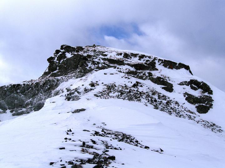 Foto: Andreas Koller / Ski Tour / Hoch über Sils auf die Furtschellas West (2840m) / Der felsige Gipfelaufbau / 24.12.2008 00:47:23