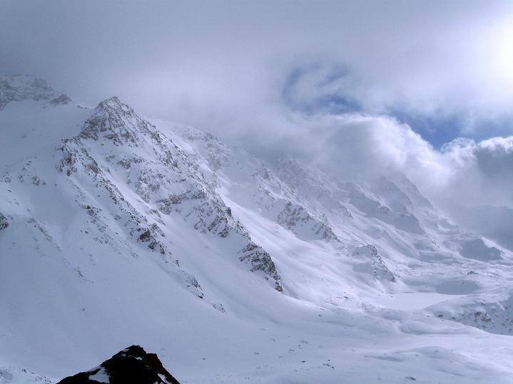 Foto: Andreas Koller / Ski Tour / Hoch über Sils auf die Furtschellas West (2840m) / Blick über die Plaun da las Furtschellas zum Piz Glüschaint (3594 m) / 24.12.2008 00:46:57
