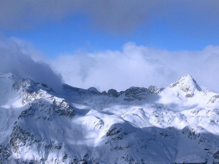 Foto: Andreas Koller / Ski Tour / Hoch über Sils auf die Furtschellas West (2840m) / Piz Lagrev im W (3165 m) / 24.12.2008 00:44:41
