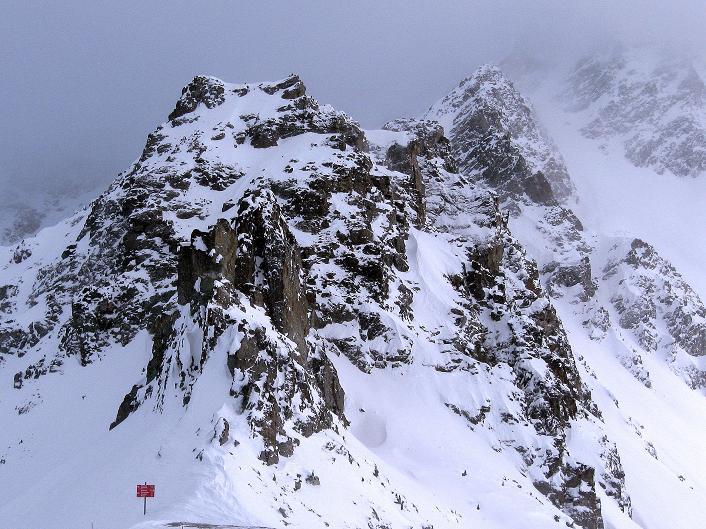 Foto: Andreas Koller / Ski Tour / Hoch über Sils auf die Furtschellas West (2840m) / Die Nadeln und Zinnen der östlichen Furtschellas  / 24.12.2008 00:43:51