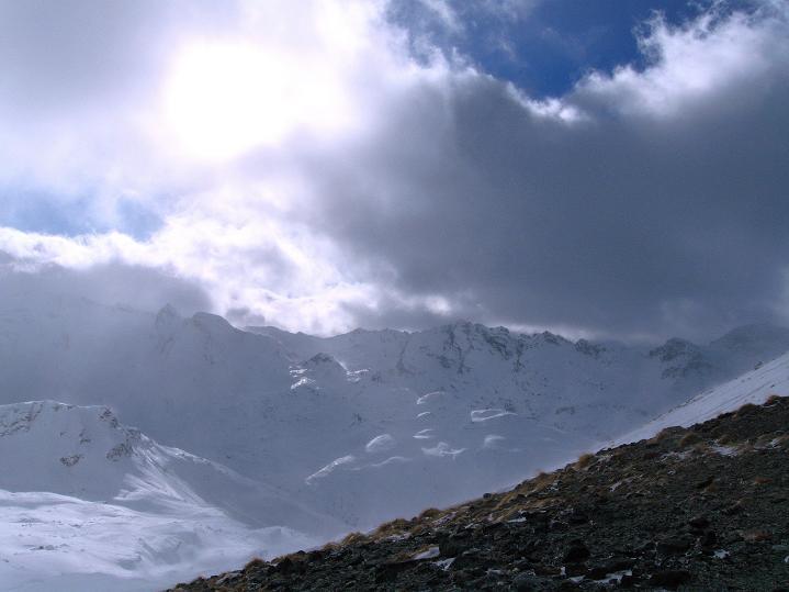Foto: Andreas Koller / Ski Tour / Hoch über Sils auf die Furtschellas West (2840m) / Blick vom Furtschellas-Sattel nach S in die Bergeller Berge / 24.12.2008 00:43:16