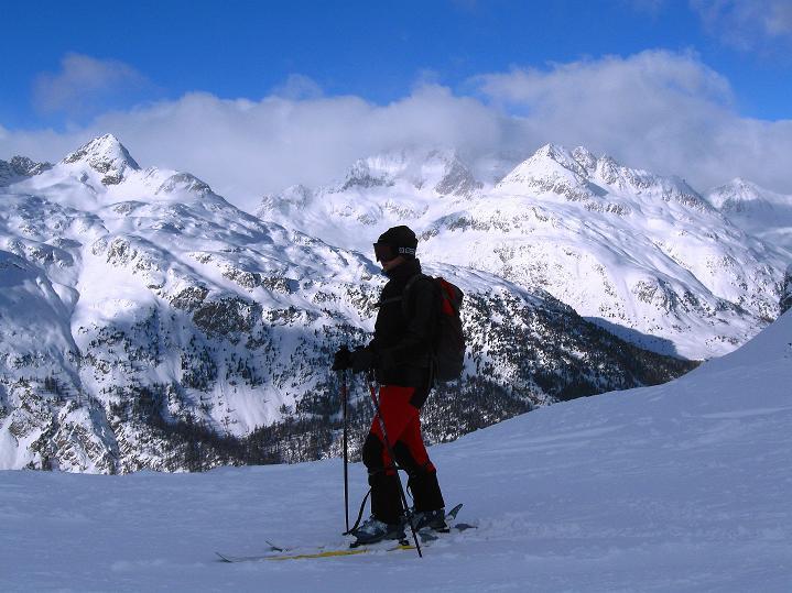 Foto: Andreas Koller / Ski Tour / Hoch über Sils auf die Furtschellas West (2840m) / Bei der Abfahrt hat man immer freien Blick auf den Piz Lagrev (3165 m) / 24.12.2008 00:41:33