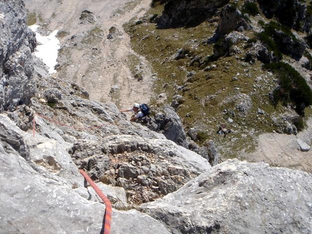 Foto: Manfred Karl / Kletter Tour / Südwand III+ / Blick hinunter vom ersten Standplatz / 17.07.2009 17:47:50