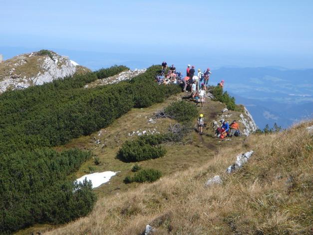 Foto: Manfred Karl / Kletter Tour / Südwand III+ / Trubel beim Ausstieg des Klettersteiges / 17.07.2009 17:51:01