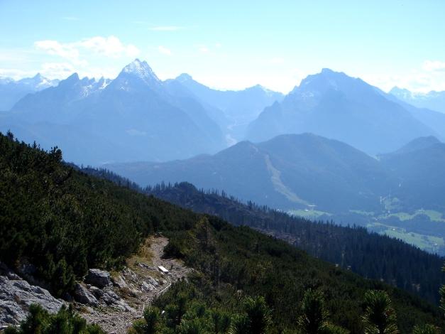 Foto: Manfred Karl / Kletter Tour / Südwand III+ / Blick zum Watzmann und Hochkalter / 17.07.2009 17:53:00
