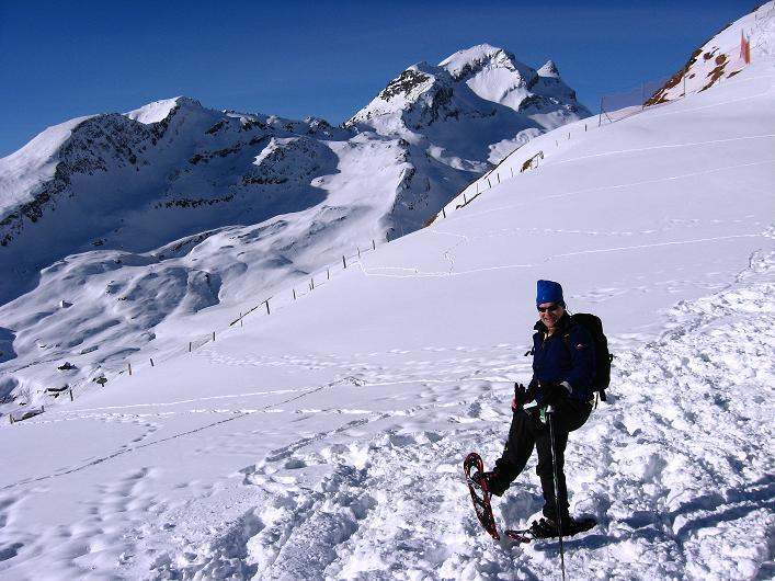 Foto: Andreas Koller / Schneeschuh Tour / Schneeschuh-Trail aufs Faulhorn (2681m) / Reeti (2757 m) und Simelihorn (2751 m) vom First gesehen / 06.01.2009 23:53:17