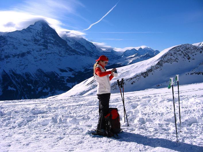 Foto: Andreas Koller / Schneeschuh Tour / Schneeschuh-Trail aufs Faulhorn (2681m) / Rast mit Blick auf den Eiger (3970 m) und die Jungfrau (4158 m) / 06.01.2009 23:51:16