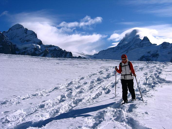 Foto: Andreas Koller / Schneeschuh Tour / Schneeschuh-Trail aufs Faulhorn (2681m) / Anstieg mit Blick auf das Wetterhorn (3701 m) und das Schreckhorn (4078 m) / 06.01.2009 23:47:46