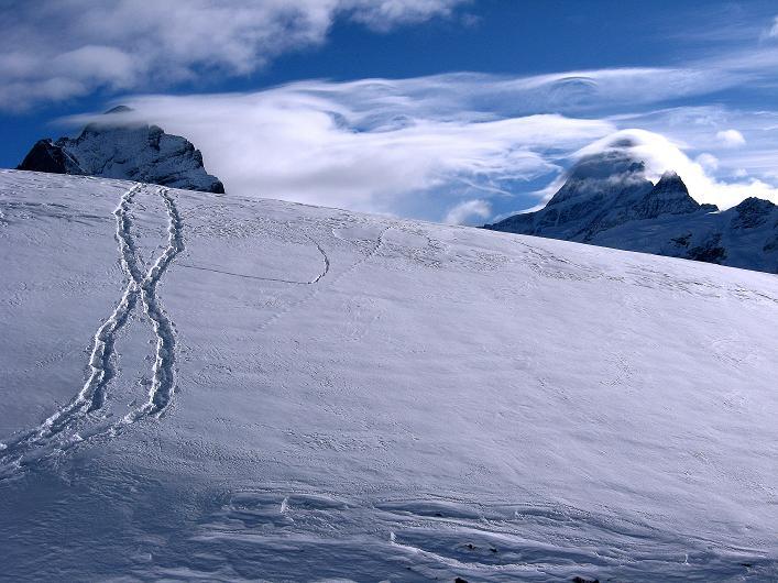 Foto: Andreas Koller / Schneeschuh Tour / Schneeschuh-Trail aufs Faulhorn (2681m) / Einsame Spuren vor dem Wetterhorn (3701 m) und Schreckhorn (4078 m) / 06.01.2009 23:46:08