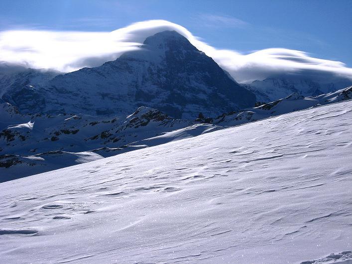 Foto: Andreas Koller / Schneeschuh Tour / Schneeschuh-Trail aufs Faulhorn (2681m) / Eiger (3970 m) und Jungfrau (4158 m) mit Föhnhauben / 06.01.2009 23:42:04