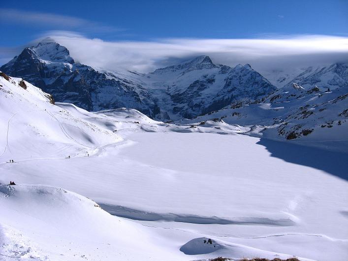 Foto: Andreas Koller / Schneeschuh Tour / Schneeschuh-Trail aufs Faulhorn (2681m) / Blick vom Bachsee zum Wetterhorn (3701 m) und Schreckhorn (4078 m) / 06.01.2009 23:39:25