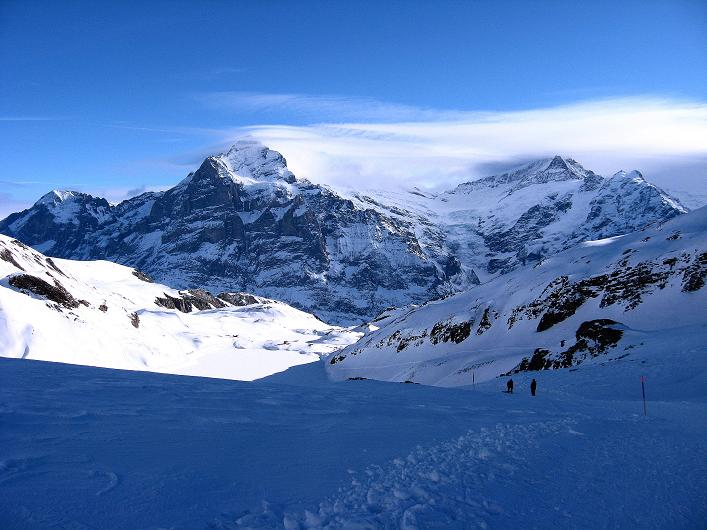 Foto: Andreas Koller / Schneeschuh Tour / Schneeschuh-Trail aufs Faulhorn (2681m) / Wetterhorn (3701 m) und in den Föhnwolken das Schreckhorn (4078 m) / 06.01.2009 23:35:24