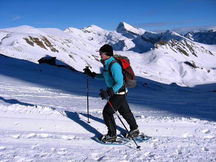 Foto: Andreas Koller / Schneeschuh Tour / Schneeschuh-Trail aufs Faulhorn (2681m) / Anstieg aufs Faulhorn mit Blick auf das Schwarzhorn (2928 m) / 06.01.2009 23:34:39